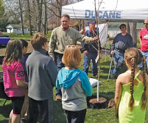 Ada Chamber hosts Spring Day Tree Planting